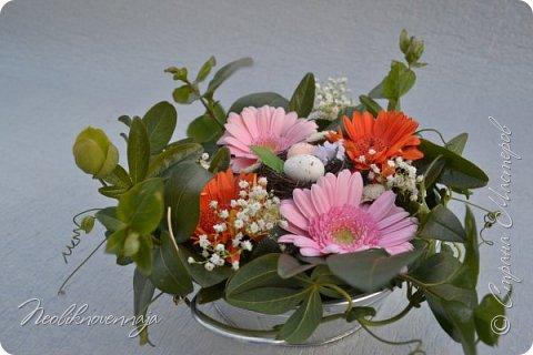 """1.""""Гнёздышко весеннее"""" Состав: керам.кашпо, флор.губка (оазис), сизаль, пенопластовые яйца. Цветы и зелень: альстромерия, кустовая роза, статица, салал, фисташка, пастушья сумка.  фото 30"""