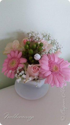 """1.""""Гнёздышко весеннее"""" Состав: керам.кашпо, флор.губка (оазис), сизаль, пенопластовые яйца. Цветы и зелень: альстромерия, кустовая роза, статица, салал, фисташка, пастушья сумка.  фото 38"""
