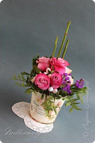 """1.""""Гнёздышко весеннее"""" Состав: керам.кашпо, флор.губка (оазис), сизаль, пенопластовые яйца. Цветы и зелень: альстромерия, кустовая роза, статица, салал, фисташка, пастушья сумка.  фото 37"""