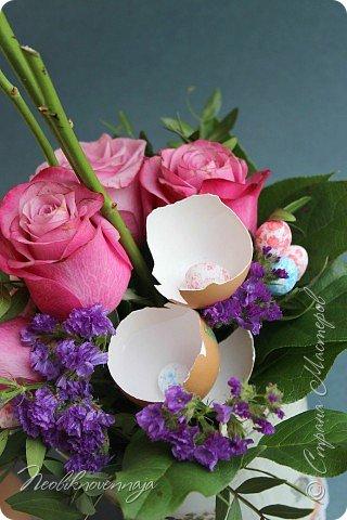 """1.""""Гнёздышко весеннее"""" Состав: керам.кашпо, флор.губка (оазис), сизаль, пенопластовые яйца. Цветы и зелень: альстромерия, кустовая роза, статица, салал, фисташка, пастушья сумка.  фото 36"""