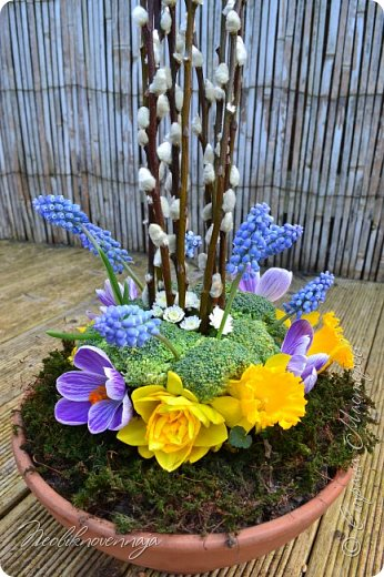 """1.""""Гнёздышко весеннее"""" Состав: керам.кашпо, флор.губка (оазис), сизаль, пенопластовые яйца. Цветы и зелень: альстромерия, кустовая роза, статица, салал, фисташка, пастушья сумка.  фото 20"""