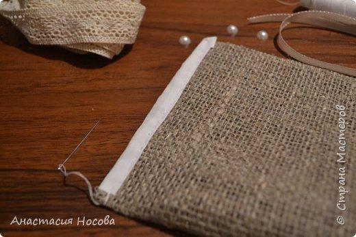 Хочу поделиться с Вами мастер-классом по созданию простых, но милых мешочков для изделий ручной работы. Я их использую для упаковки своих сутажных украшений. фото 5