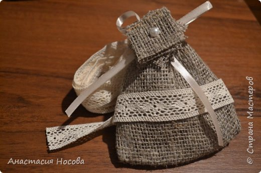 Хочу поделиться с Вами мастер-классом по созданию простых, но милых мешочков для изделий ручной работы. Я их использую для упаковки своих сутажных украшений. фото 1