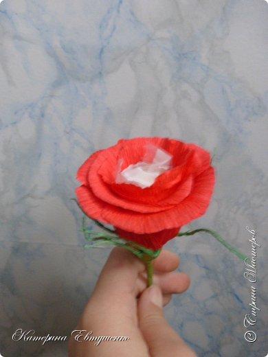 Попросили сделать букет с розами на рождение дочки. У меня к каждому новому букету новый вид розы появляется. И главное ни один не повторяется, если этого не захотеть. Вот и этот новенький. Ну и как же не поделиться с вами этим видом? фото 1