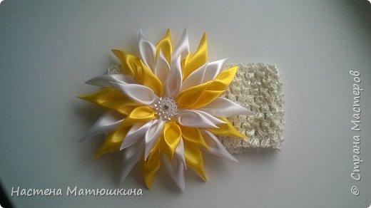 Мне очень нравится техника канзаши!!Собирание лепестков и цветов из лент очень увлекательно.Я решила показать,как сделать хризантему из атласных лент,хотя мастер-классов по этому цветку очень много,я тоже решила попробовать) фото 15