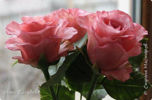 Девочки,и опять я с розами) Надеюсь,вы еще от них не устали.Я,например,уже немного устала,но мои заказы идут в такой последовательности: розы,розы,розы,какие-то другие цветы или композиция и снова розы,розы....Нет,вы не подумайте,я не жалуюсь) Значит буду набирать опыт и навыки на розах) Желаю приятного просмотра) фото 12