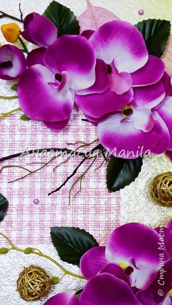 Всем привет! Вчера меня посетила муза и я сделала объемное панно с любимыми орхидеями)) Эдакое 3D)) Фон градиентный с переходом от золотисто-желтого в перламутровый белый. В работе использовала различные веточки, скелетированные листики, марблсы, перламутровые полубусины, флористическую сетку, ротанговые шарики, искусственные листики и цветы. Размер 40Х50. Оформлено в очень красивую рамку.  фото 4