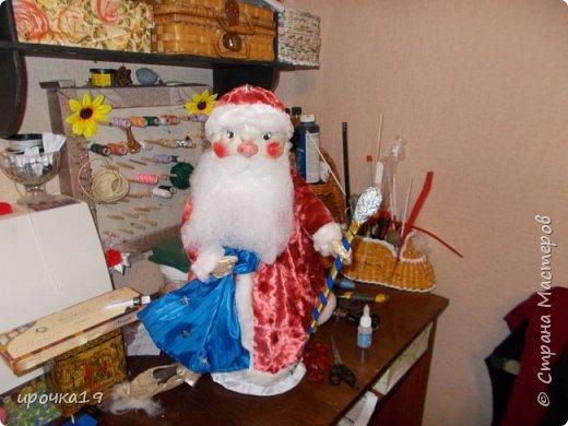 Вот такое панно. Дед Мороз сделан из соленого теста , раскрашен акриловыми красками. фото 3