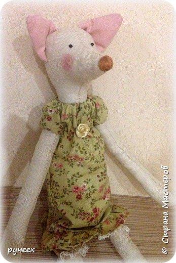 Добрый вечер страна!,,,немного о своих игрушках - Тильда зайцы и мишка, кукла и лисичка: глазки у всех - бусинки, носик вышит мулине нитками, ткань для тельца кукол - лен,краситель для ткани - кофе, наполнитель - холлофайбер, свитер у медведя связан крючком,,,в ушки зайцев вставлена стальная проволока,,,  фото 7