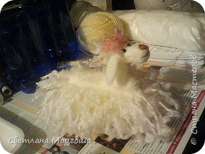 Эту овечку вязала крючком. Получилась она яркой, симпатичной и приятной на ощупь. Теперь живет у новой хозяйки)) фото 2