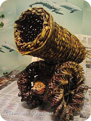 """Вот такой колокол делала для детсада на конкурс-выставку экспонатов """"Достопримечательности Москвы"""". Сам колокол сделан в технике папье-маше, крест плела из трубочек. Потом все детали склеивала, красила, покрывала лаком и вот результат фото 2"""