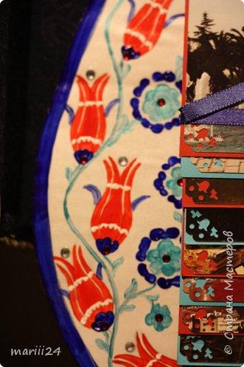 Добрый день,уважаемые мастера и  мастерицы. Хочу сегодня вам показать альбом, который я сделала для  моих родителей.  Моя мама большая любительница цветов (надо сказать они отвечают ей взаимностью). И она не только любит их выращивать, она обожает всевозможные выставки, парады и т.п. события из жизни цветов.  В прошлом году мои родители с моим старшим сыном посетили Стамбул, в котором ежегодно весной проходит выставка тюльпанов. Этому путешествию и посвящен мой альбом. С обложкой к этому альбому я участвовала в конкурсе пейп-арта, который устроила гениальный мастер Татьяна Сорокина. Спасибо всем девочкам, которые голосовали за мою работу. фото 6