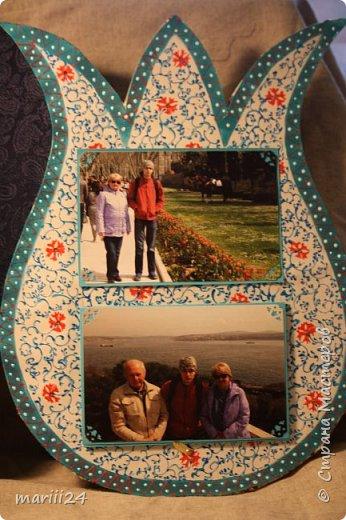 Добрый день,уважаемые мастера и  мастерицы. Хочу сегодня вам показать альбом, который я сделала для  моих родителей.  Моя мама большая любительница цветов (надо сказать они отвечают ей взаимностью). И она не только любит их выращивать, она обожает всевозможные выставки, парады и т.п. события из жизни цветов.  В прошлом году мои родители с моим старшим сыном посетили Стамбул, в котором ежегодно весной проходит выставка тюльпанов. Этому путешествию и посвящен мой альбом. С обложкой к этому альбому я участвовала в конкурсе пейп-арта, который устроила гениальный мастер Татьяна Сорокина. Спасибо всем девочкам, которые голосовали за мою работу. фото 24