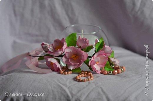 Добрый вечер!  Я очень люблю цветы, они прекрасны.Каждый цветок он неповторим:хрупкий,нежный, величественный.Некрасивых цветов нет.Цветы так быстро увядают,но многие мастера создают их из разных материалов,и я учусь у многих мастеров . Одним из материалов для создания цветов есть фоамиран,и это мои первые работы с этим замечательным материалом . фото 3