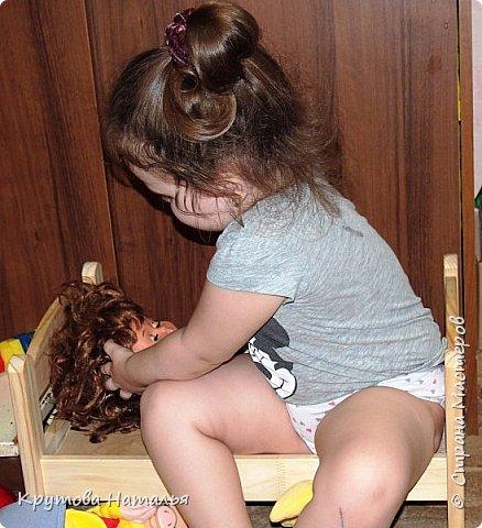 Скоро лето. Приедут на 4 месяца внучки. Кроватка для кукол куплена в Икеа, а вот стола со стульчиками не было. Решила сделать сама.  фото 8