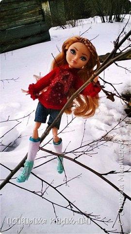 Всем привет:) Уже середина марта, даже больше, а снег ещё не растаял:(Это зима какая- то ещё , а не весна... Недавно появилось вдохновение. Сшила теплую кофту. Вообще я сначала планировала свитер, но мне показалось так тоже хорошо. Я раньше не пробовала по шерсти рисовать акрилом  и поняла что больше так не буду. Появились комочки... В общем полный кошмар был...Я думала, что уже все испортила... Да нет)) Достала белый акрил и нарисовала букву А, не знаю зачем:D Обвела контуром с блестками.. и точек наставила.... Вроде исправила все.. Так же я перешила штаны Алисы на шорты.. оказались немного велики... Ещё  по шились чулочки  или как они там правильно называются. фото 7