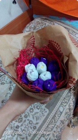Букеты из гофрированной бумаги и конфет фото 3