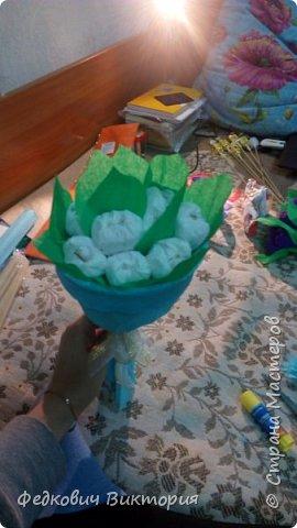 Букеты из гофрированной бумаги и конфет фото 2