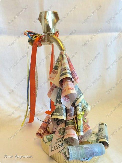 Денежный кран из сувенирных купюр. фото 1
