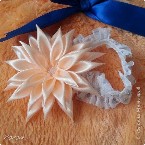 Со временем становиться становиться не интересно делать просто цветы из простых лепестков, вот и решила попробовать сделать композицию из цветов. Первая такая повязочка конечно же для любимой дочери)  фото 3