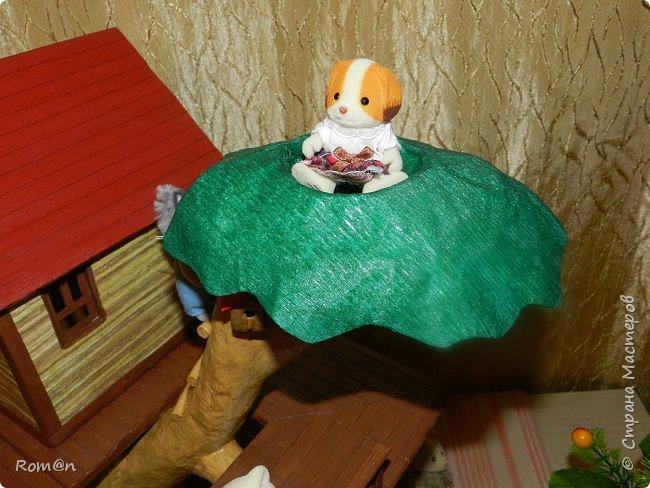 Здравствуйте все жители Страны Мастеров. Решил вам показать свою работу Дом-дерево от известной  фирмы Sylvanian Families,картинку  нашел в интернете, мой дом в отличии от оригинала больше по размеру.Высота 51см,  Купить все что нравиться от Sylvanian Families невозможно, так как игрушки эти дорогие, а очень многое хочется и я решил попробовать сделать Дом-дерево. Вот что получилось.   фото 4