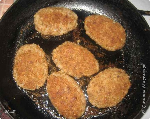 Постные гречаники - без яиц и мяса. Очень вкусные и питательные с хрустящей корочкой. Рецепт гречаников простой и абсолютно доступен - обычные недорогие продукты. Как для меня постные гречаники - идеальное блюдо для Великого Поста.  фото 4