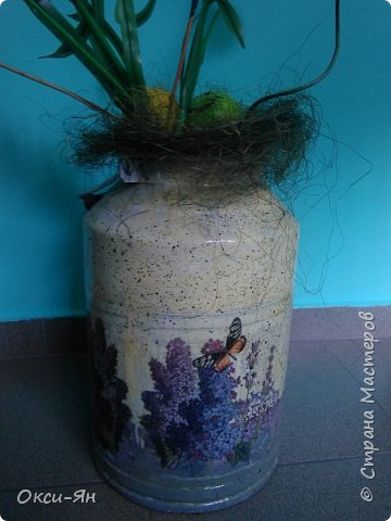 Решила раскрасить домик для моих кактусов. Даже бабочки на магнитах пригодились. фото 8