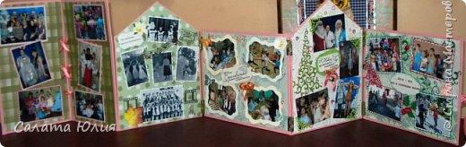 """Фотоальбом """"Наш любимый дом"""" мы решили смастерить с детьми по окончанию трехгодичной учебы в студии """"Арт-дизайн"""".  Основа - стены и крыша выполнены из гофрокартона, обклееного скрапбумагой и украшенного тесьмой, пуговицами, вырубкой.  фото 6"""