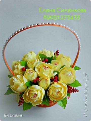 Добрый день жители СМ. Я медленно возвращаюсь к любимому занятию и хочу показать вам работы к 8 марта! Корзина с тюльпанами и розами. Конфеты Арфа и Рафаэлло. Эта корзина будет подарена хорошему доктору когда будем вписываться домой. фото 11