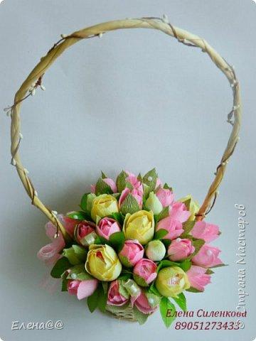 Добрый день жители СМ. Я медленно возвращаюсь к любимому занятию и хочу показать вам работы к 8 марта! Корзина с тюльпанами и розами. Конфеты Арфа и Рафаэлло. Эта корзина будет подарена хорошему доктору когда будем вписываться домой. фото 2