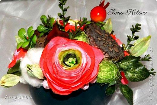 Вот такая красота у меня получилась))) В композиции использованы:  ранункулюсы, шиповник, искусственная зелень, сахарные ягоды, керамика, сухоцветы: коробочки лотоса, хлопчатник, сухоцвет пирамидка, сизаль. фото 4