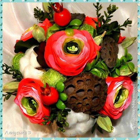 Вот такая красота у меня получилась))) В композиции использованы:  ранункулюсы, шиповник, искусственная зелень, сахарные ягоды, керамика, сухоцветы: коробочки лотоса, хлопчатник, сухоцвет пирамидка, сизаль. фото 1