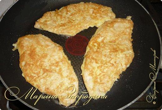 Бризоль — это не кулинарное блюдо, а способ приготовления. С французского языка означает: зажаренный в омлете, яйце. Таким образом можно приготовить различный фарш, рыбу, куриную или свиную отбивную. Сегодня приготовим бризоль из курицы. Блюдо получается сочным и нежным. Можно приготовить к праздничному столу.  фото 8
