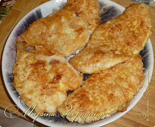 Бризоль — это не кулинарное блюдо, а способ приготовления. С французского языка означает: зажаренный в омлете, яйце. Таким образом можно приготовить различный фарш, рыбу, куриную или свиную отбивную. Сегодня приготовим бризоль из курицы. Блюдо получается сочным и нежным. Можно приготовить к праздничному столу.  фото 11