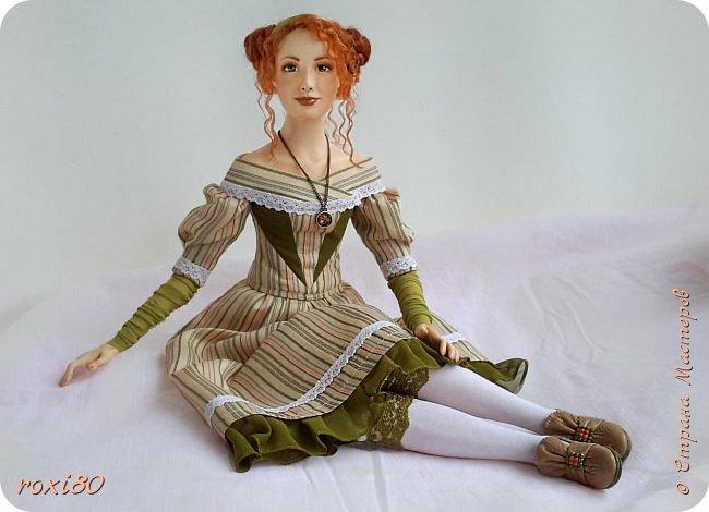 Здравствуйте, дорогие гости и жители СМ! Наконец-то я одела свою Агнес, она долго ждала этого. Агнес - будуарная кукла-болтушка, у нее мягкое соединение ручек и ножек, которые болтаются и свободно меняют позу. Голова на шарнире, поворачивается и наклоняется. фото 5