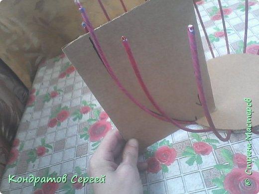 Всем доброго времени суток!!! сегодня немного отклоненился от моделирования...решил сделать корзину в новой для меня технике плетения из газетных трубочек... фото 2
