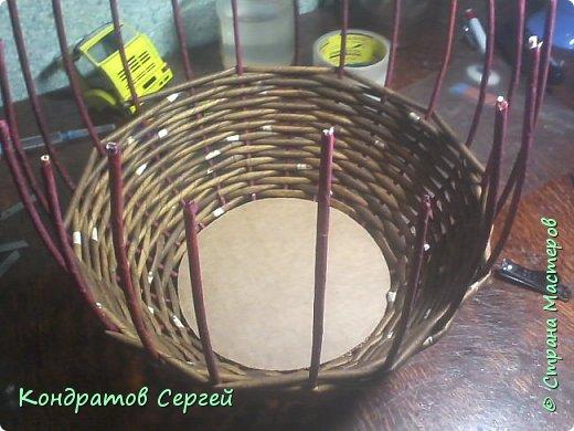 Всем доброго времени суток!!! сегодня немного отклоненился от моделирования...решил сделать корзину в новой для меня технике плетения из газетных трубочек... фото 4