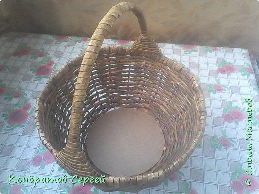 Всем доброго времени суток!!! сегодня немного отклоненился от моделирования...решил сделать корзину в новой для меня технике плетения из газетных трубочек... фото 5