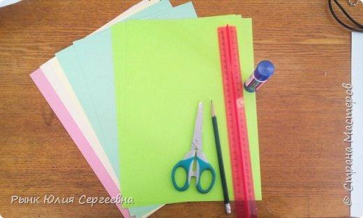 Один из видов оригами - кусудама. Кусудама – это цветочный шар из бумаги. Техника его изготовления популярна во всем мире. Кусудамы делают поэтапно. Вначале создаются объемные лепестки, затем их объединяют в один большой цветок. Склеенные между собой цветки образуют красивый и объемный шар.  фото 2