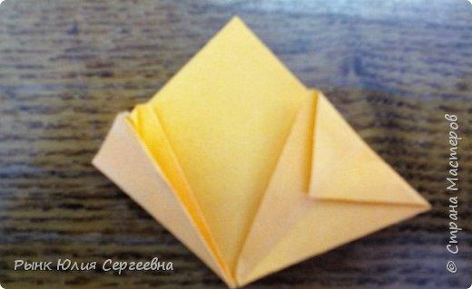 Один из видов оригами - кусудама. Кусудама – это цветочный шар из бумаги. Техника его изготовления популярна во всем мире. Кусудамы делают поэтапно. Вначале создаются объемные лепестки, затем их объединяют в один большой цветок. Склеенные между собой цветки образуют красивый и объемный шар.  фото 10