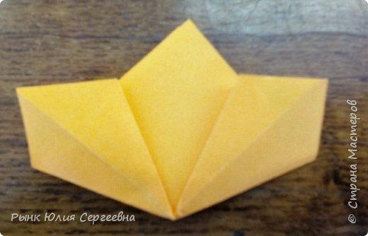 Один из видов оригами - кусудама. Кусудама – это цветочный шар из бумаги. Техника его изготовления популярна во всем мире. Кусудамы делают поэтапно. Вначале создаются объемные лепестки, затем их объединяют в один большой цветок. Склеенные между собой цветки образуют красивый и объемный шар.  фото 8