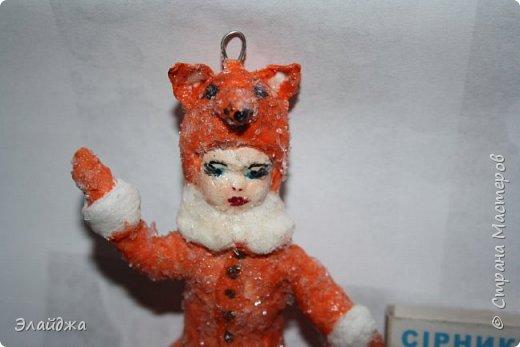 """Каждый в детстве  на Новый год  одевал карнавальный костюм. У меня в детском саду все девочки были снежинками, мальчики зайчиками , а вот лисичкой, медведем, волком- были счастливчики. Ведь это роли в сказке""""! И так всем хотелось быть  особенной, не такой как все!  фото 1"""