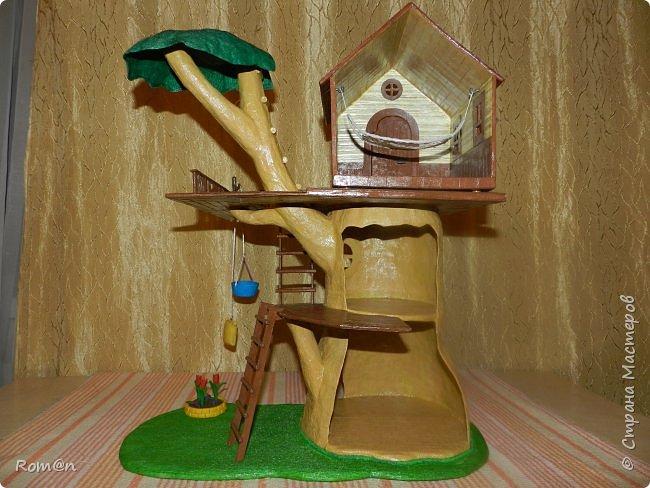 Здравствуйте все жители Страны Мастеров. Решил вам показать свою работу Дом-дерево от известной  фирмы Sylvanian Families,картинку  нашел в интернете, мой дом в отличии от оригинала больше по размеру.Высота 51см,  Купить все что нравиться от Sylvanian Families невозможно, так как игрушки эти дорогие, а очень многое хочется и я решил попробовать сделать Дом-дерево. Вот что получилось.   фото 18