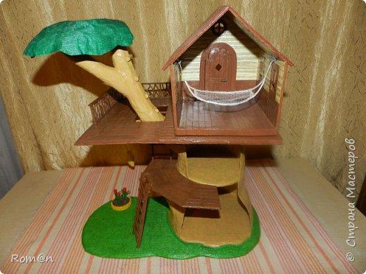 Здравствуйте все жители Страны Мастеров. Решил вам показать свою работу Дом-дерево от известной  фирмы Sylvanian Families,картинку  нашел в интернете, мой дом в отличии от оригинала больше по размеру.Высота 51см,  Купить все что нравиться от Sylvanian Families невозможно, так как игрушки эти дорогие, а очень многое хочется и я решил попробовать сделать Дом-дерево. Вот что получилось.   фото 20