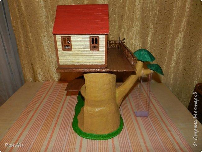 Здравствуйте все жители Страны Мастеров. Решил вам показать свою работу Дом-дерево от известной  фирмы Sylvanian Families,картинку  нашел в интернете, мой дом в отличии от оригинала больше по размеру.Высота 51см,  Купить все что нравиться от Sylvanian Families невозможно, так как игрушки эти дорогие, а очень многое хочется и я решил попробовать сделать Дом-дерево. Вот что получилось.   фото 21