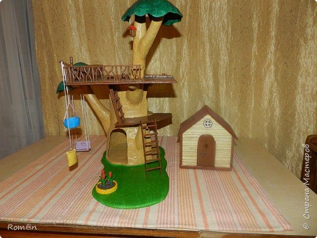 Здравствуйте все жители Страны Мастеров. Решил вам показать свою работу Дом-дерево от известной  фирмы Sylvanian Families,картинку  нашел в интернете, мой дом в отличии от оригинала больше по размеру.Высота 51см,  Купить все что нравиться от Sylvanian Families невозможно, так как игрушки эти дорогие, а очень многое хочется и я решил попробовать сделать Дом-дерево. Вот что получилось.   фото 27