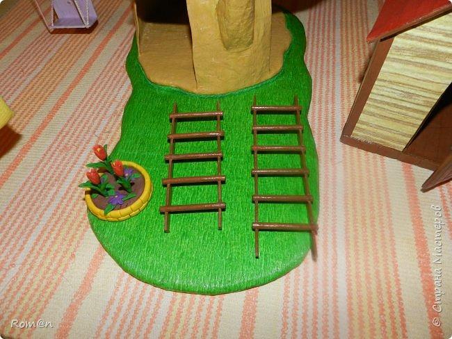 Здравствуйте все жители Страны Мастеров. Решил вам показать свою работу Дом-дерево от известной  фирмы Sylvanian Families,картинку  нашел в интернете, мой дом в отличии от оригинала больше по размеру.Высота 51см,  Купить все что нравиться от Sylvanian Families невозможно, так как игрушки эти дорогие, а очень многое хочется и я решил попробовать сделать Дом-дерево. Вот что получилось.   фото 28