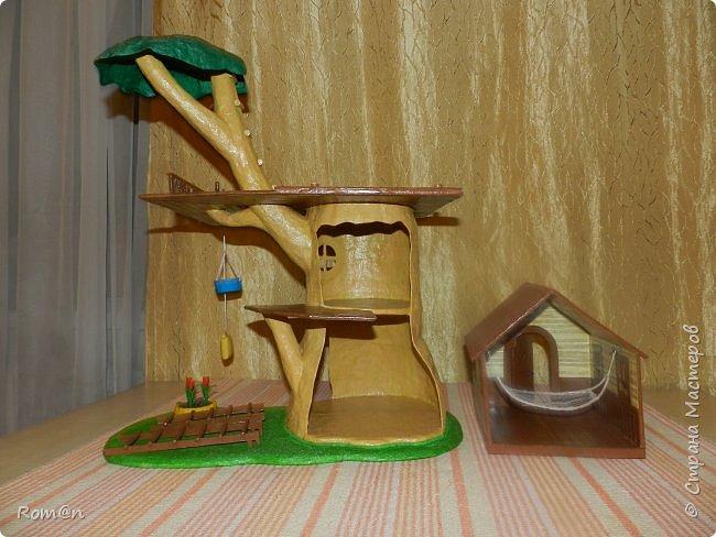Здравствуйте все жители Страны Мастеров. Решил вам показать свою работу Дом-дерево от известной  фирмы Sylvanian Families,картинку  нашел в интернете, мой дом в отличии от оригинала больше по размеру.Высота 51см,  Купить все что нравиться от Sylvanian Families невозможно, так как игрушки эти дорогие, а очень многое хочется и я решил попробовать сделать Дом-дерево. Вот что получилось.   фото 32
