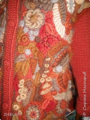 Тёплая кофточка-курточка крючком в стиле фриформ фото 1