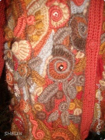 Тёплая кофточка-курточка крючком в стиле фриформ фото 7